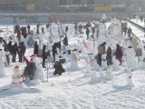 Schneemänner auf dem Berliner Schloßplatz